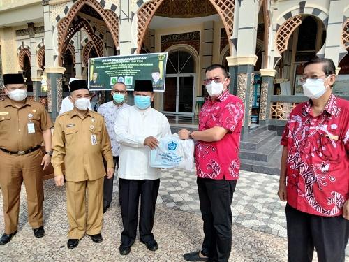 PSMTI Riau Serahkan Paket Lebaran untuk Imam Masjid Paripurna