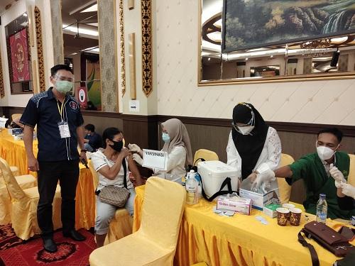Dilaksanakan IKTS dan TITD Hong San Kiong, 1114 Orang Terima Vaksinasi Dosis Kedua